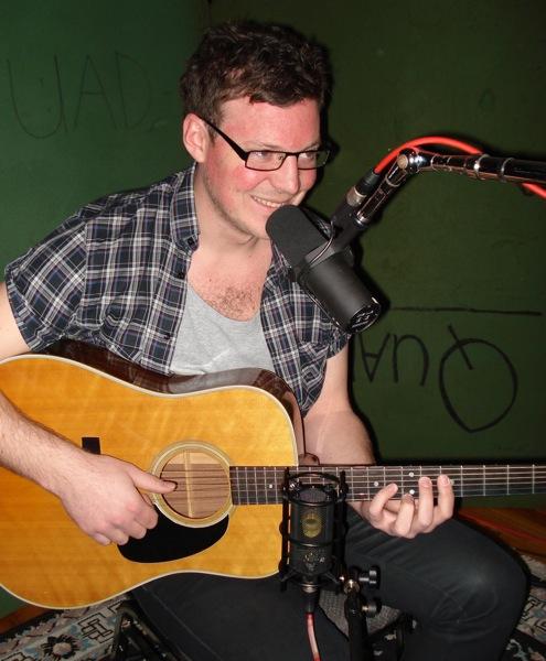 spela in akustisk gitarr hemma